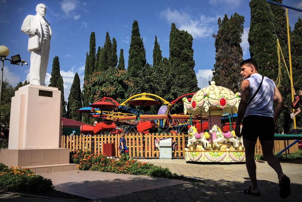 Ленин в парке развлечений в Сочи