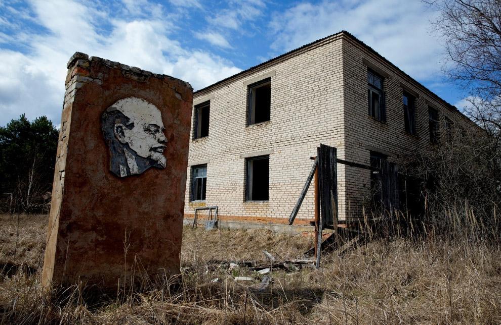 Ленин в заброшенном селе Оревичи, Беларусь