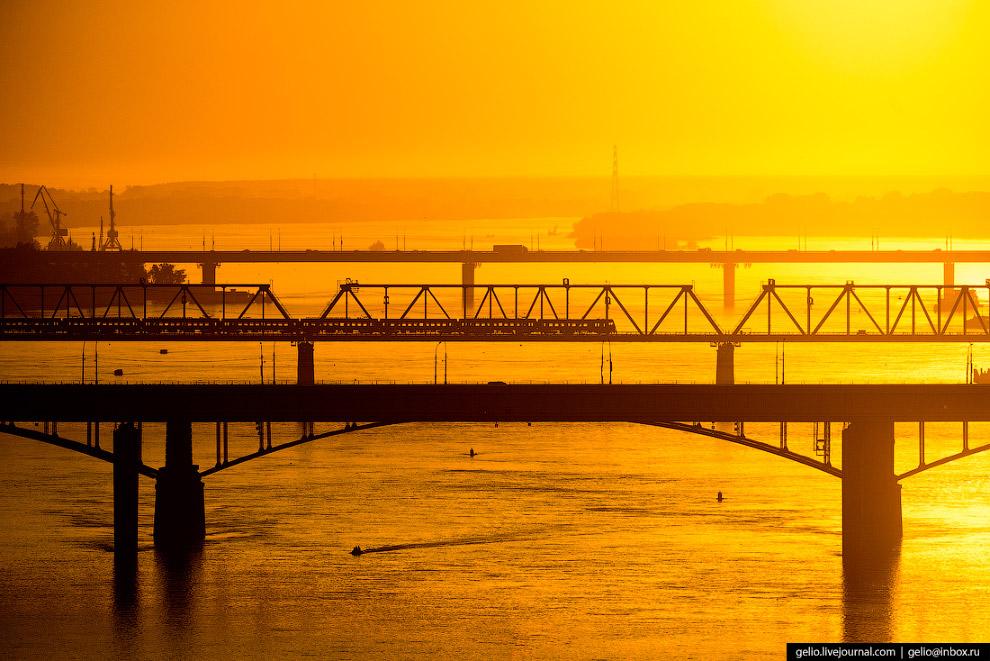 Мосты через Обь: метромост, Коммунальный, железнодорожный и Димитровский.