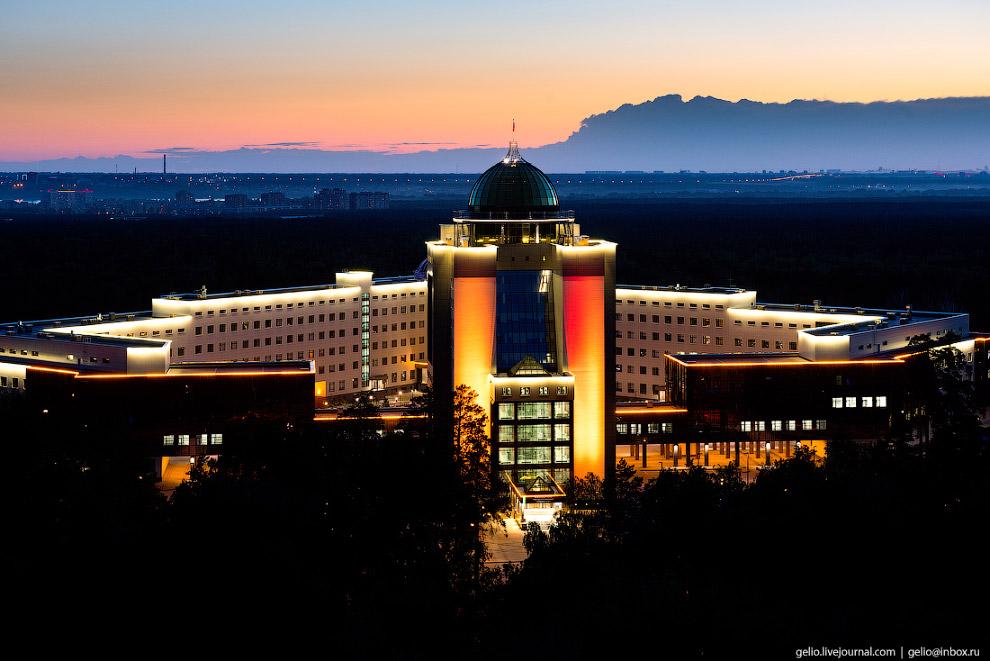 Новый главный корпус Новосибирского государственного университета (НГУ).
