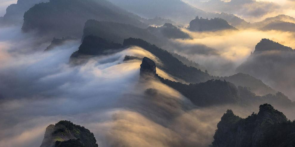 В горах Китая