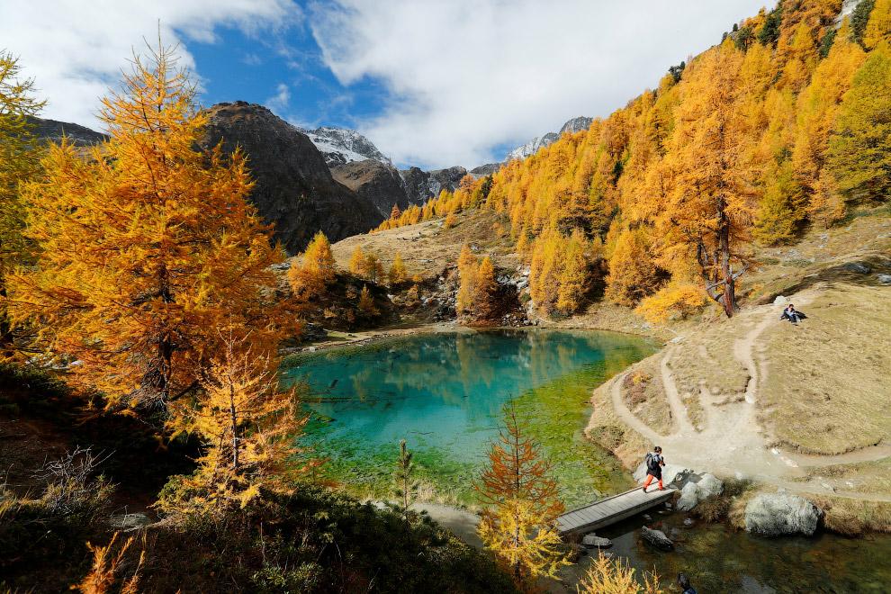 Пейзажи воде швейцарской деревушки Валь д'Эренса
