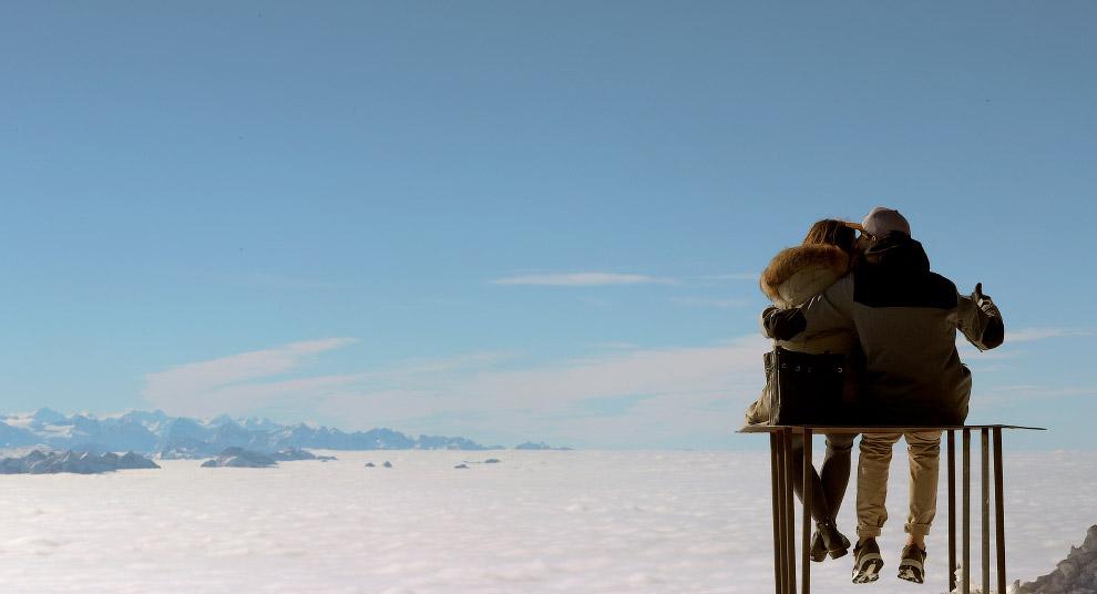 Виды с вершины горы Саентис в Швейцарских Альпах