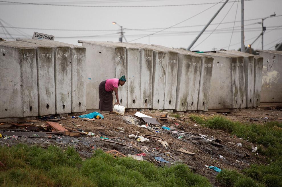 Туалеты и помойка в одном флаконе в 10 км от центра Кейптауна