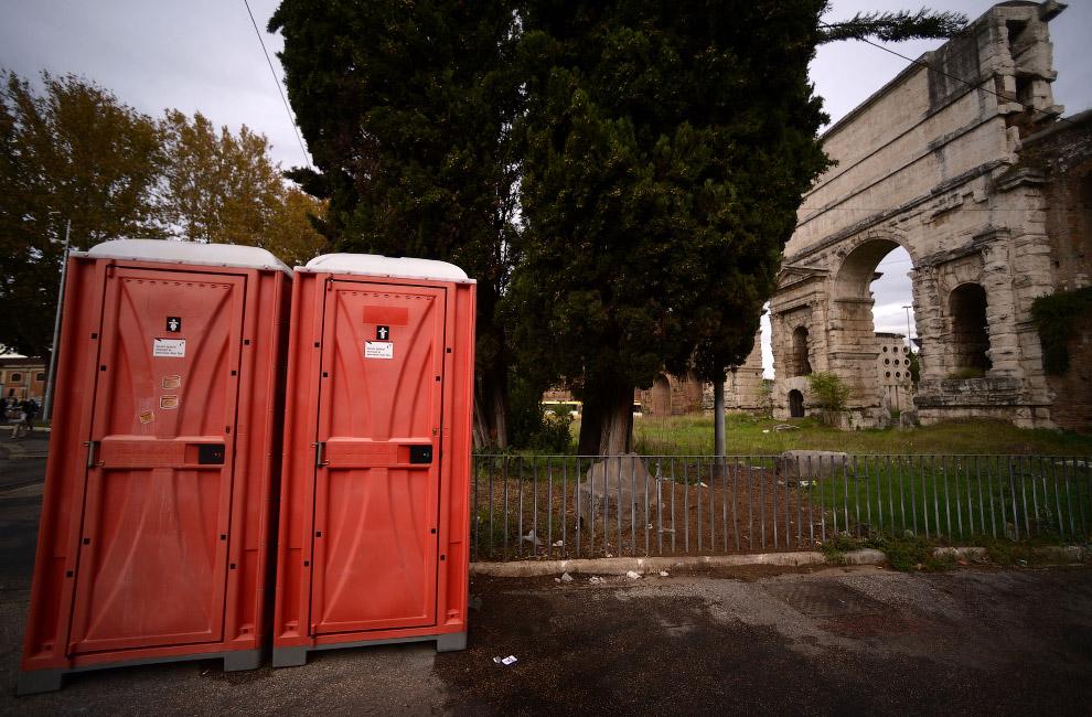 Передвижные кабинки в Риме, Италия