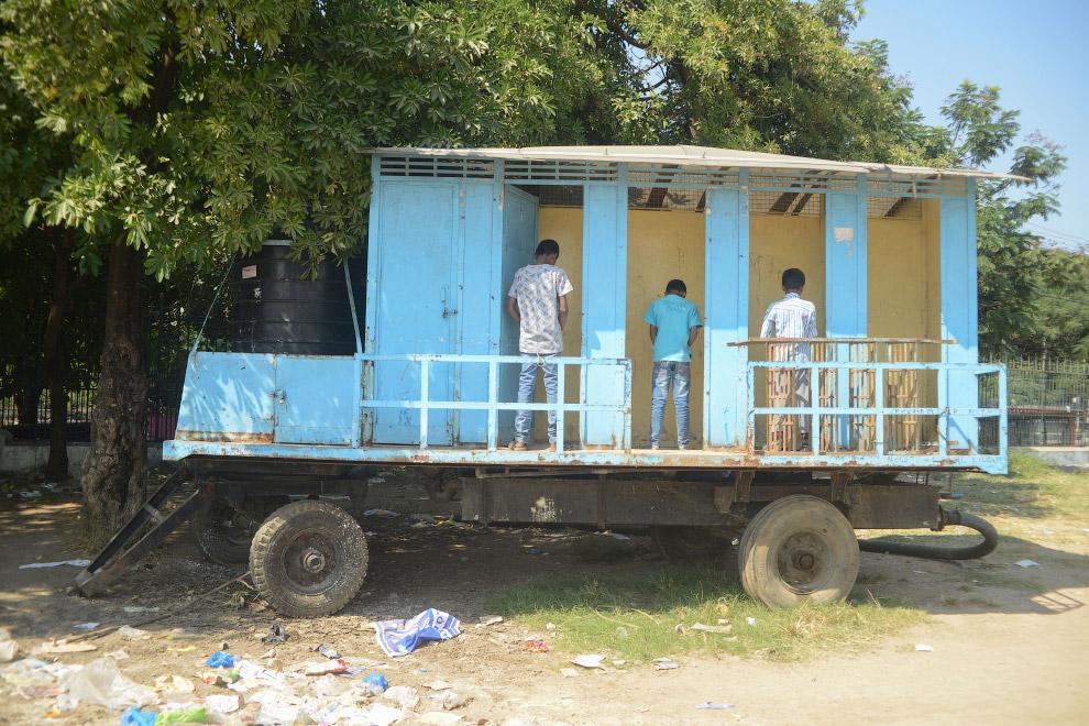 Туалет в парке в Хайдарабаде, Индия