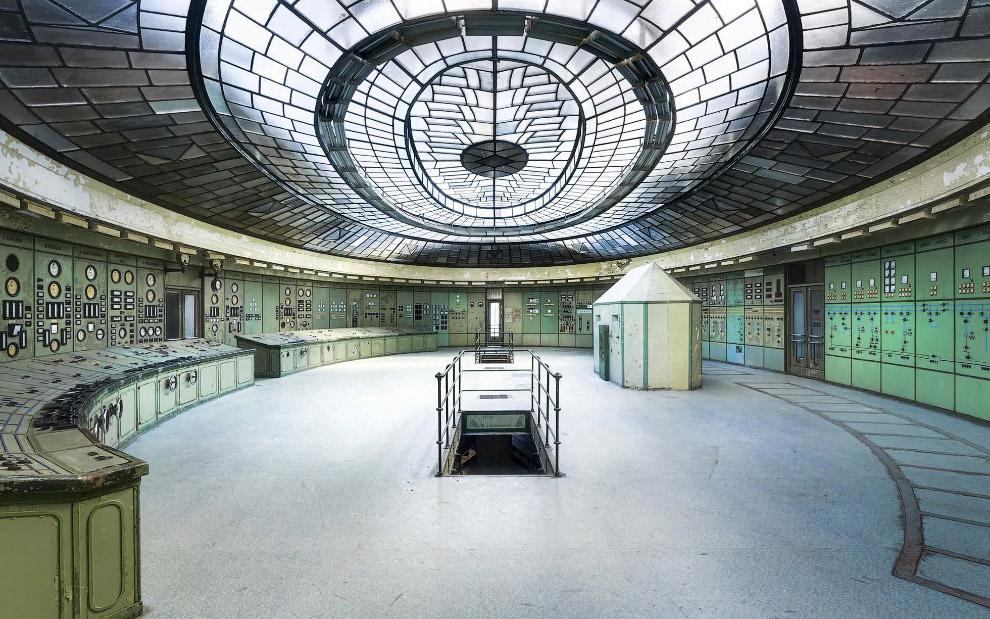 Снимок диспетчерской на заброшенной электростанции в Венгрии