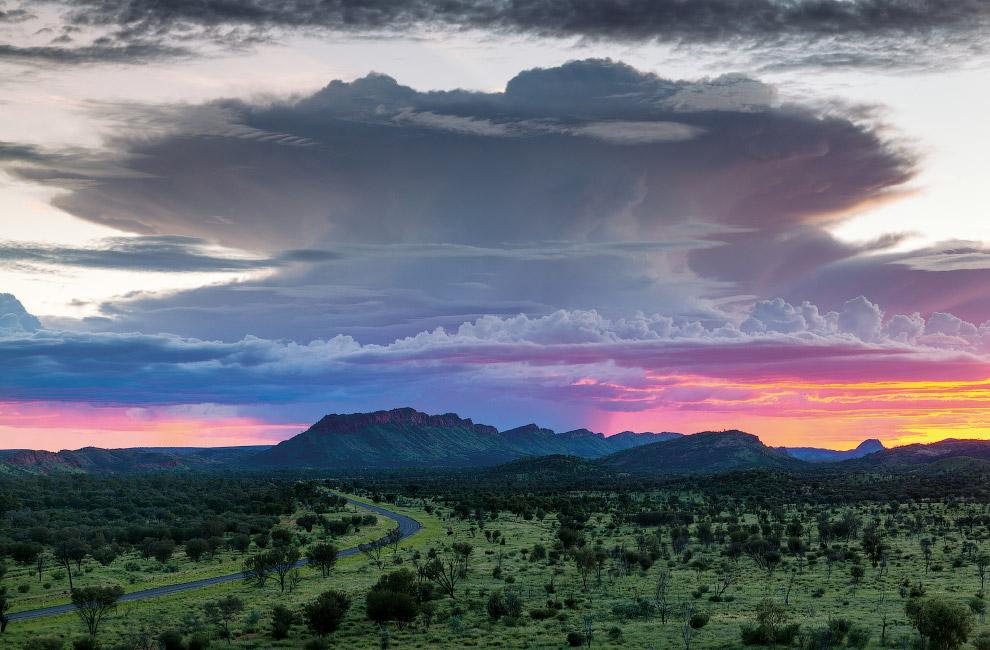 Мак-Доннелл — горный хребет в Австралии, расположенный в Северной территории