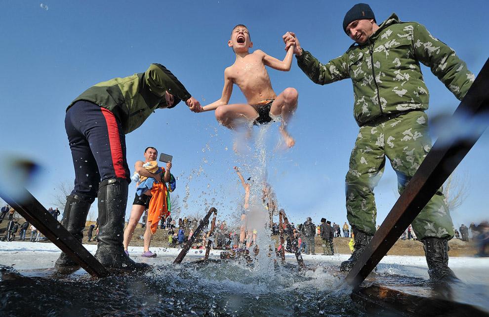 Крещенские купания в Кыргызстане.