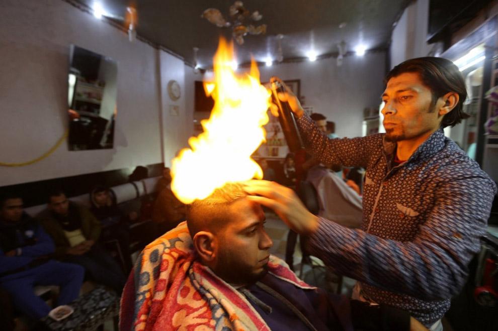 Палестинский парикмахер в Рафахе