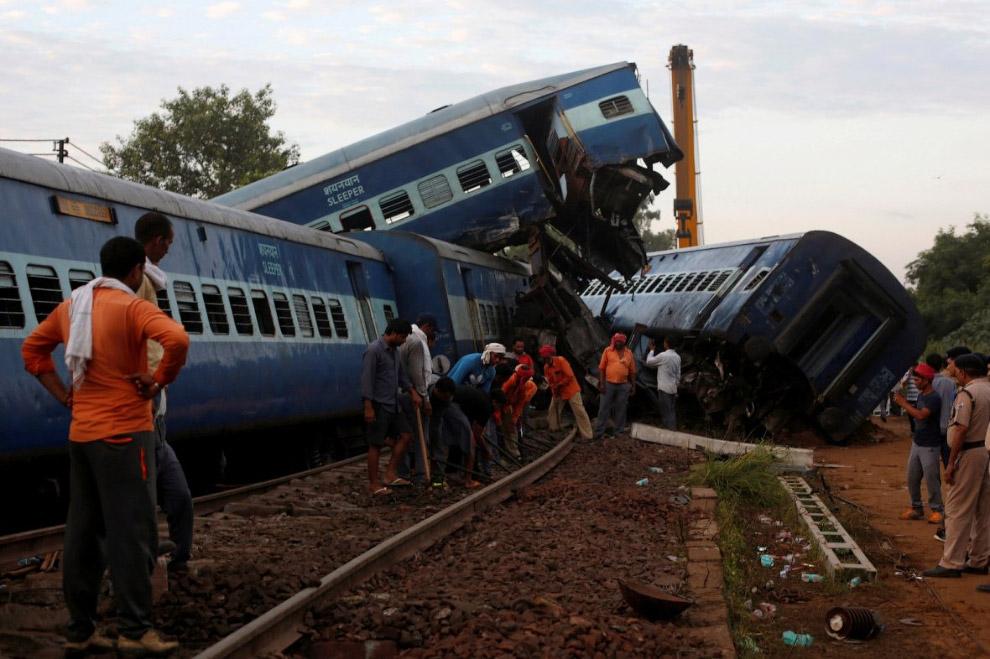 пассажирский поезд сошел с рельсов в индийском штате Уттар-Прадеш