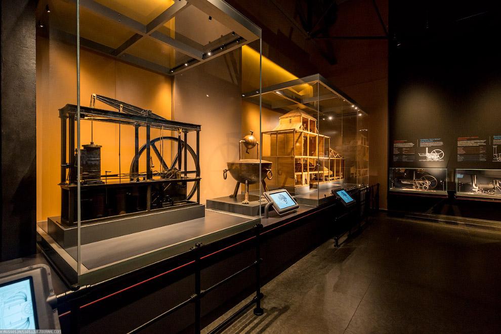 Отдельный зал посвящен истории паровой машины.