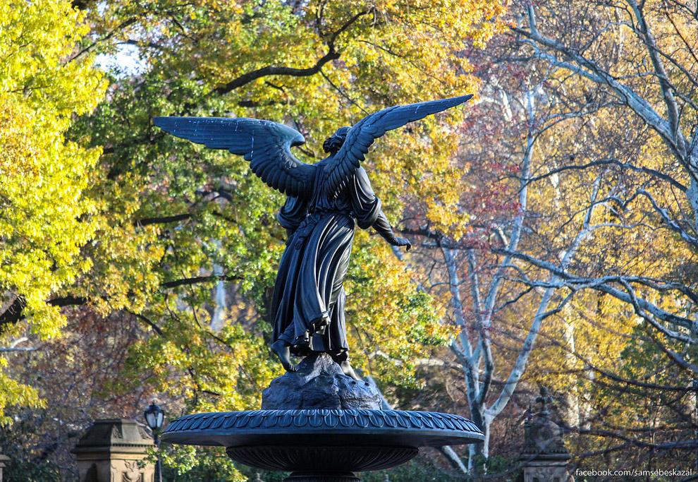 Скульптура Ангел вод на фонтане Бетесда.