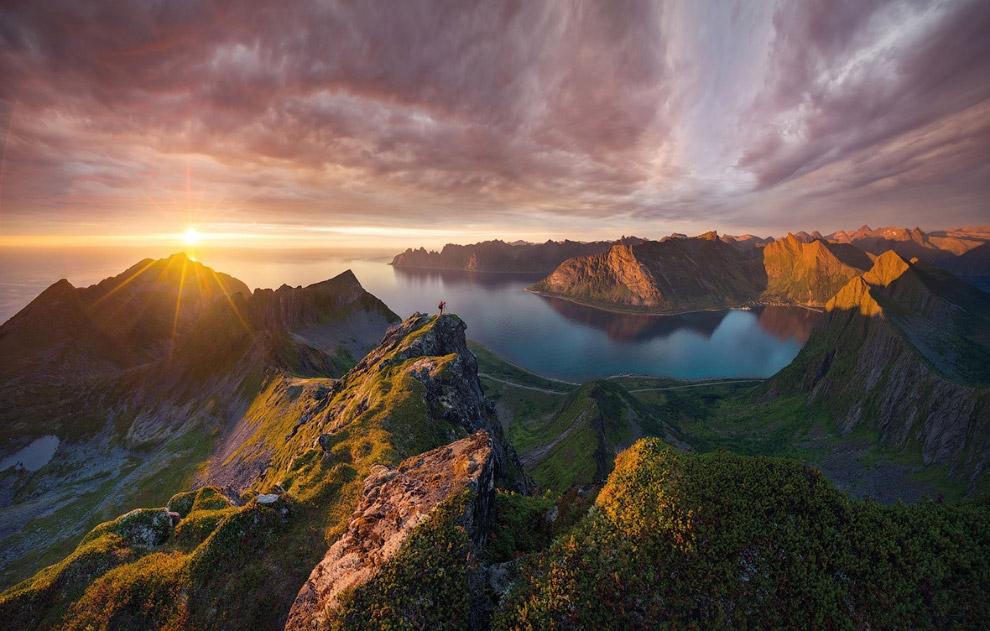 Панорамный вид с горы Хусфьелет на острове Сенья, Норвегия