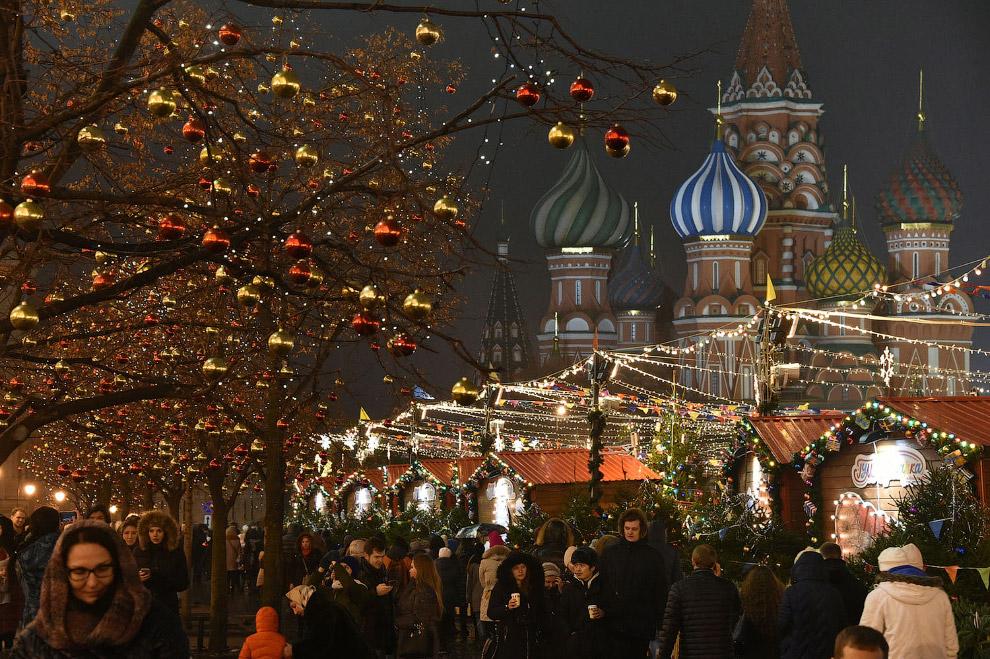 Красная площадь и рождественский рынок в Москве