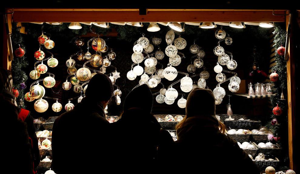 Рождественский рынок и украшения в Вене, Австрия
