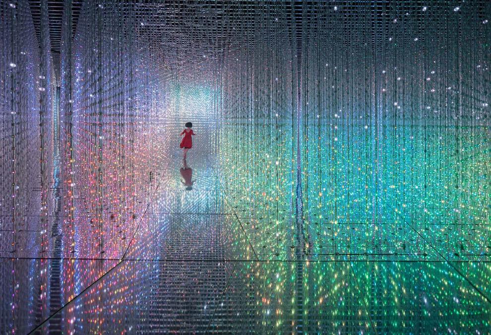 Японская электронная инсталляция «Crystal Universe»