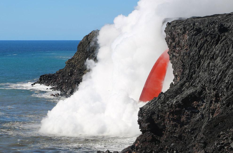 Лава, текущая из вулкана Килауэа на острове Гавайи