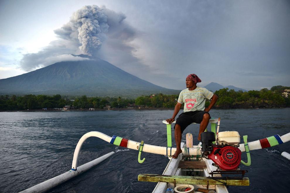Диаметр кратера вулкана Агунг