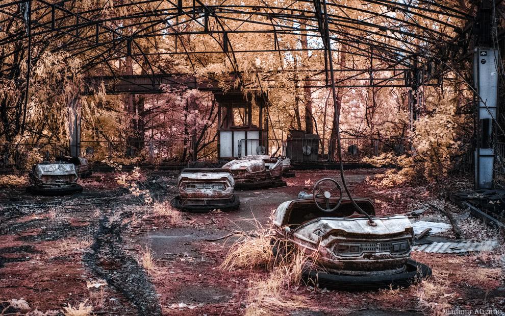 Заброшенный парке развлечений в Припяти