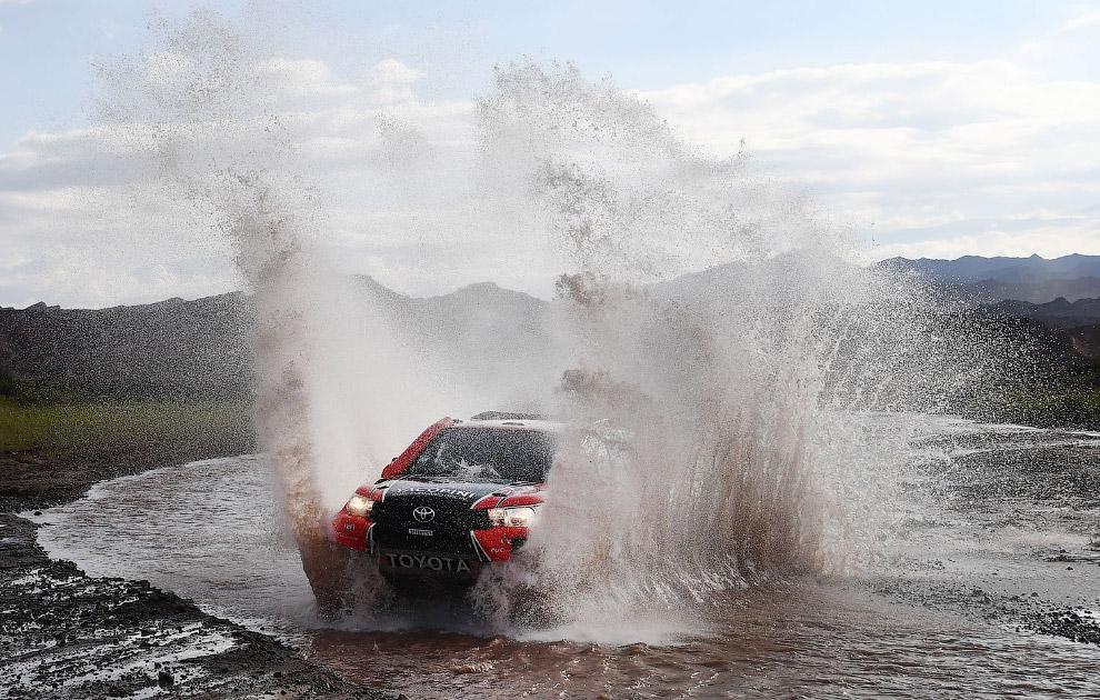 Команда Тойоты на 12 этапе ралли в Аргентине