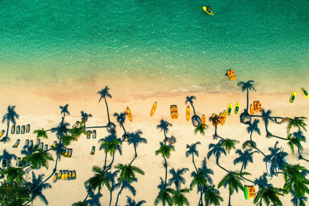 Тропічний пляж в Домініканській Республіці