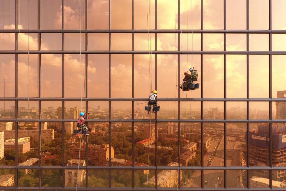 Мойщики окон в Меркурий Сити Тауэр (башня «Меркурий»), Москва