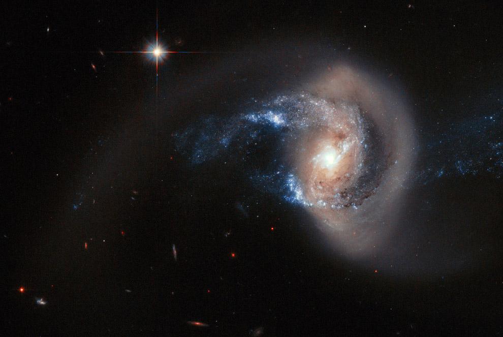 Спиральная галактика NGC 7714 в созвездии Рыбы