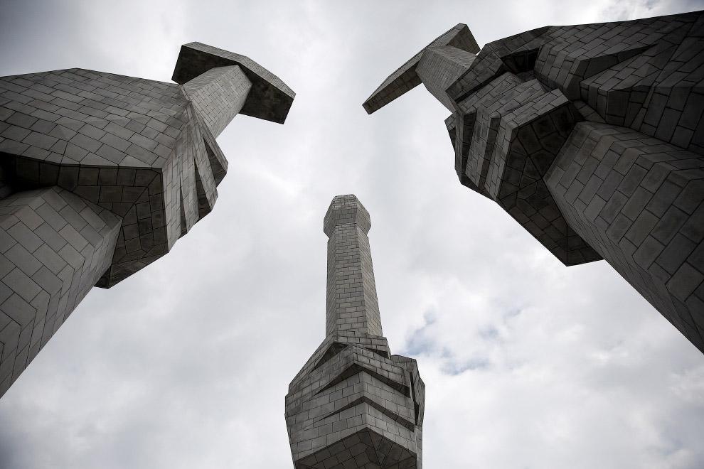 Монумент основания Трудовой партии Кореи