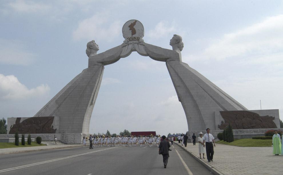 Монумент трех хартий объединения Родины