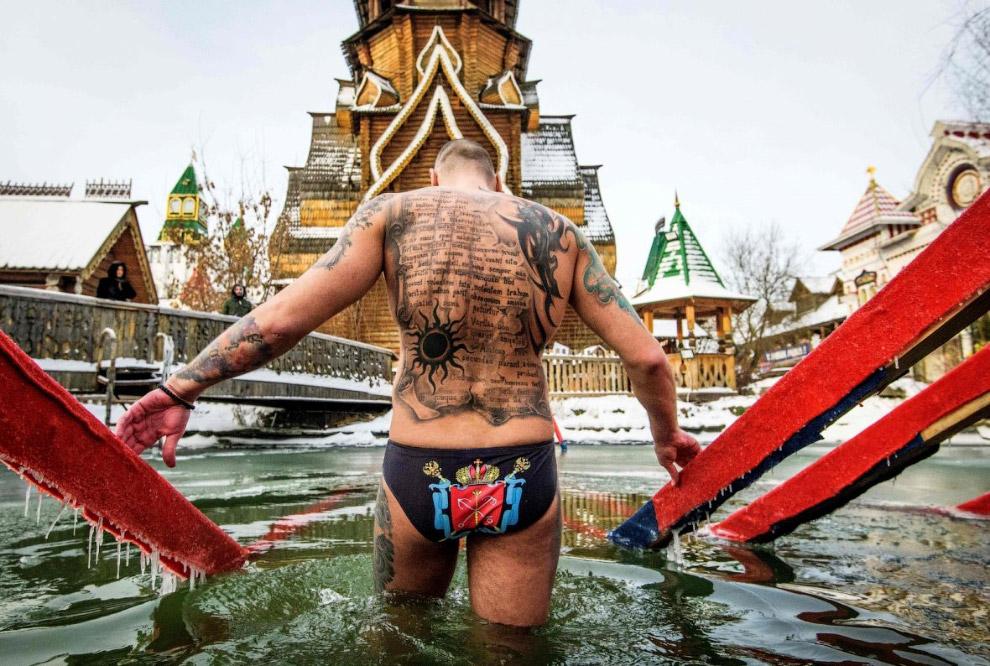 Брутальные купальщики в Измайлово в Москве