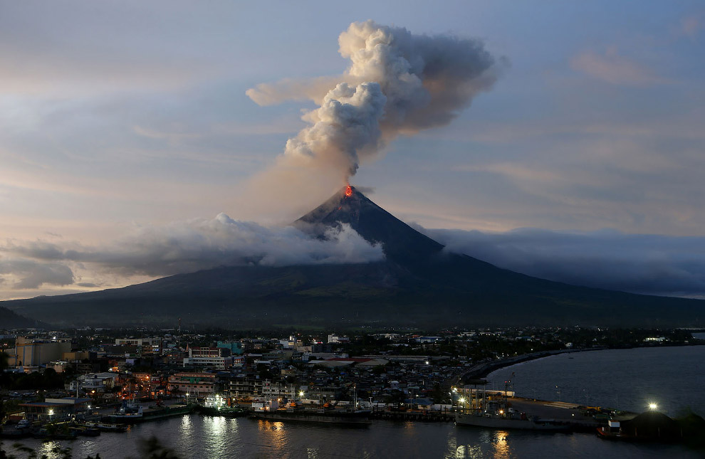 Город Легаспи и вулкан Майон на Филиппинах
