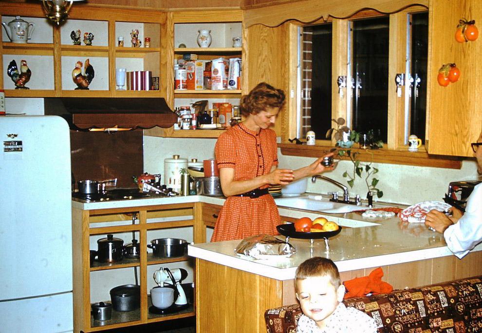 На кухне.