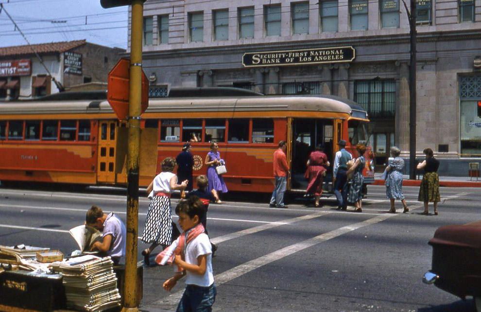 Трамвайная остановка в Лос-Анджелесе.
