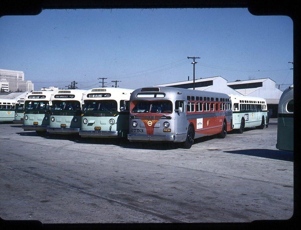 Przystanek autobusowy.  Los Angeles, 1952 rok.