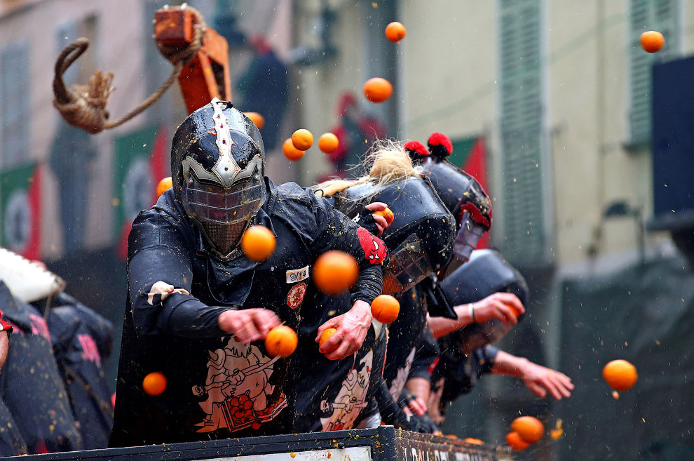 ITALY-CARNIVAL/ORANGES