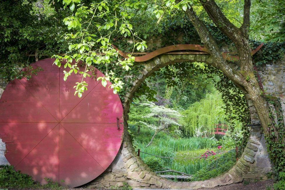 Дверь хоббита, названная Лунными Воротами, Бавария, Германия