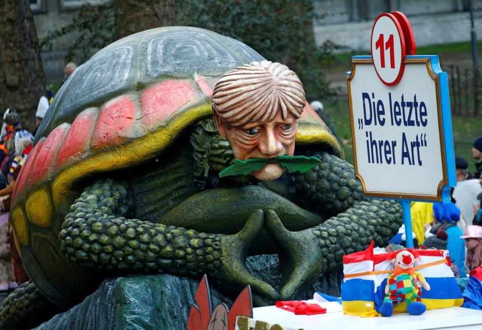Ангела Меркель в виде черепахи с надписью «Последняя в своем роде»