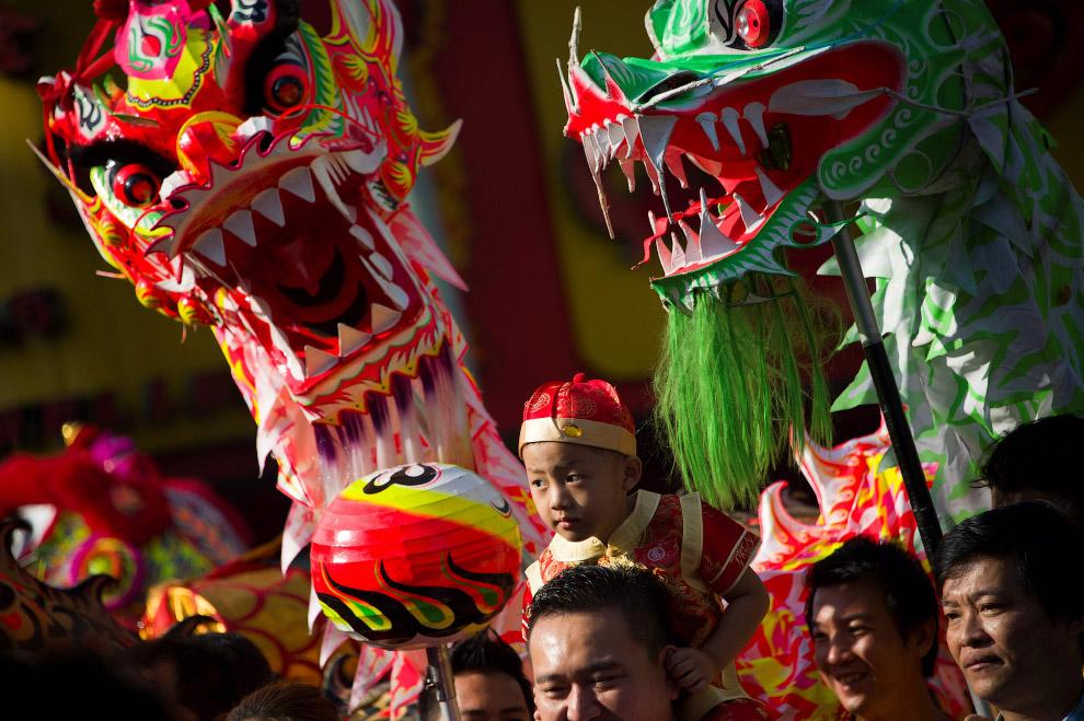 Танець дракона в Янгоні