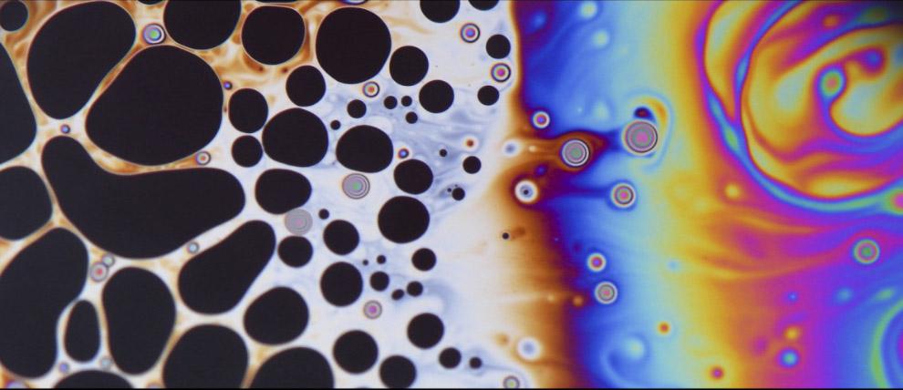 Так выглядят при увеличении мыльные пузыри в кухонной раковине