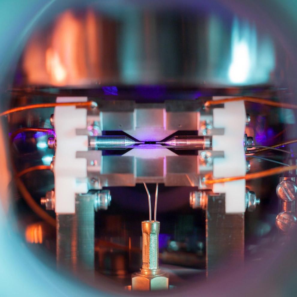 Один атом в ионной ловушке