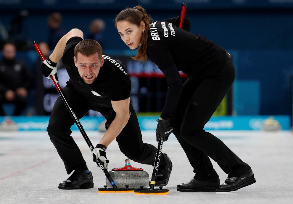 Анастасия Брызгалова и Александр Крушельницкий взяли олимпийскую «бронзу» в керлинге, победив норвежцев