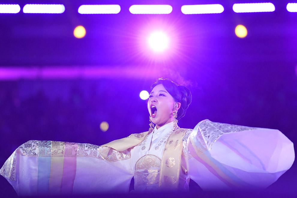 Корейская сопрано-певица Хванг Су Ми
