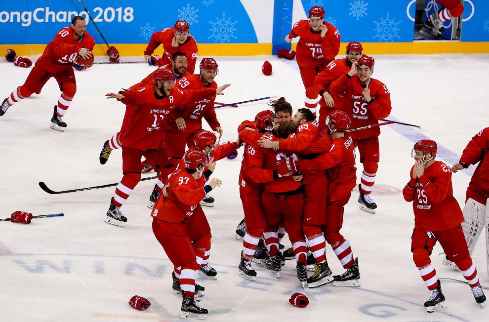 Российская команда после победы над немцами