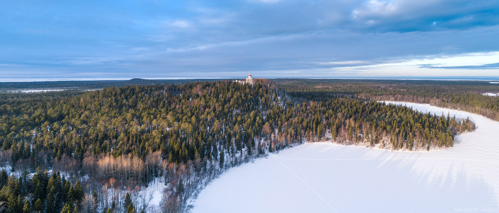 Панорама Секирной горы, снятая над Долгим озером.