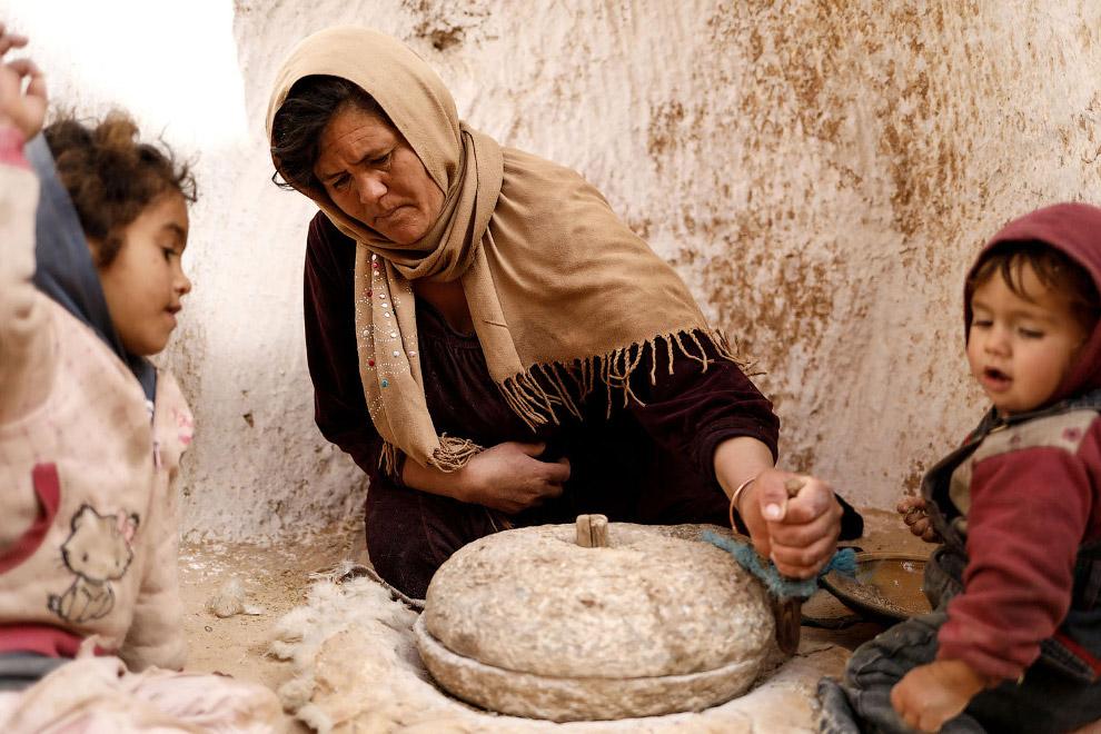 Каменные жернова для пшеницы.