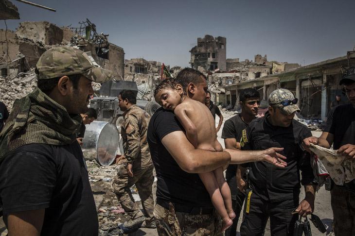 Найденный на бывшей подконтрольной территории ИГИЛ мальчик