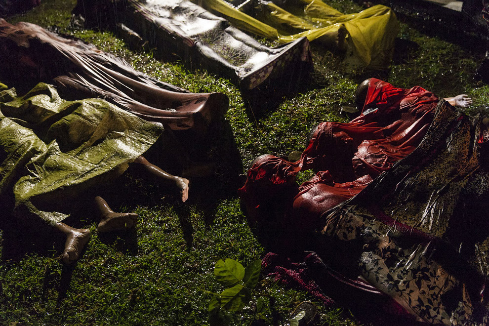 Погибшие в воде беженцы из Мьянмы