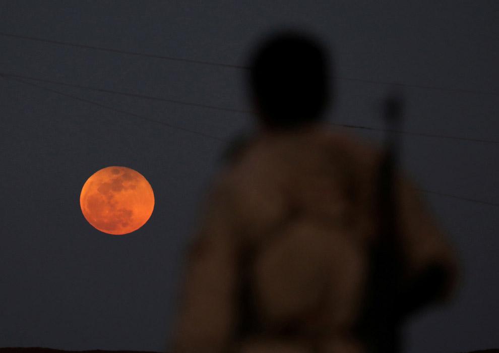 Кровавая Голубая Луна в Дарае, Сирия