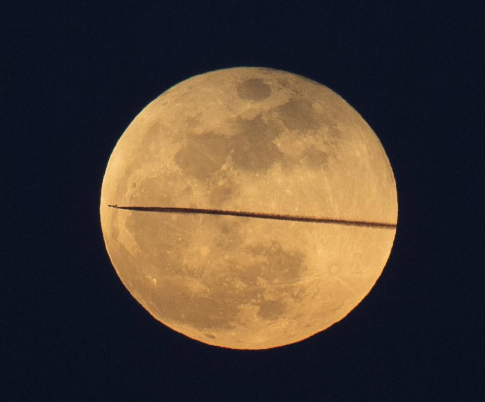 Луна в Анкаре и самолет